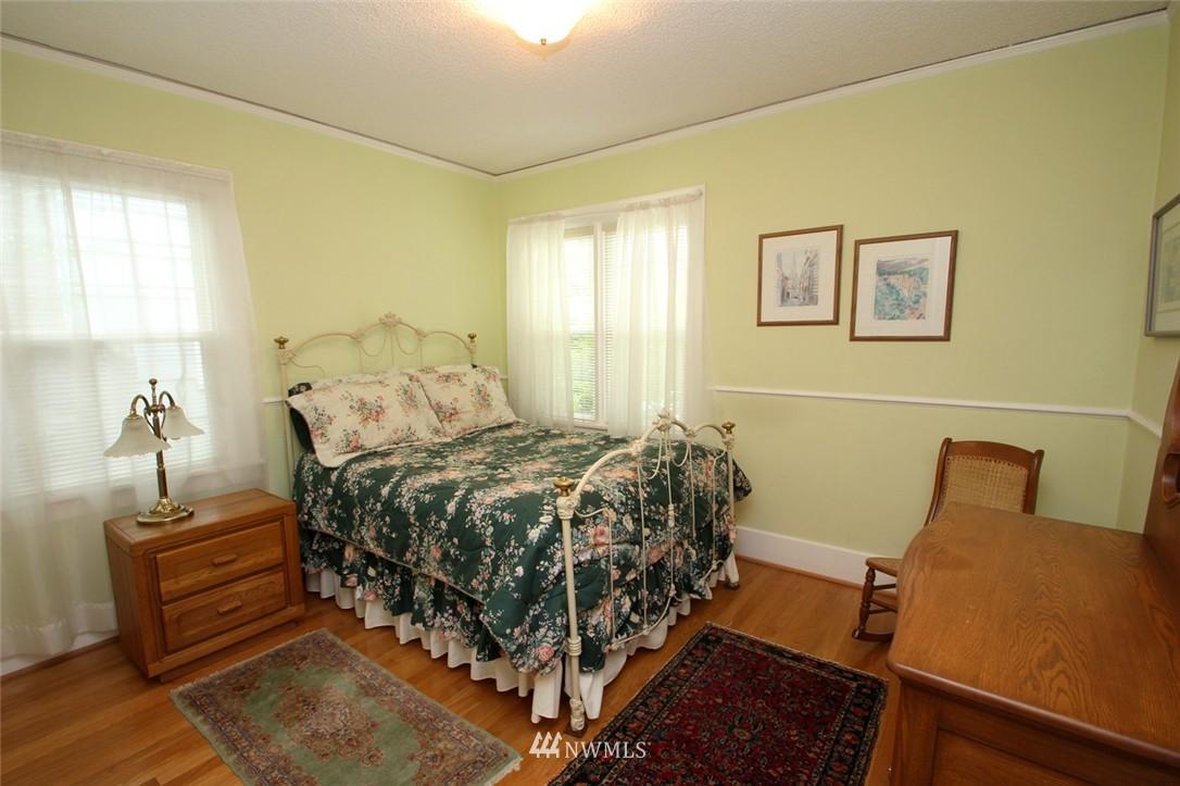 Sold Property | 6230 25th Avenue NE Seattle, WA 98115 9
