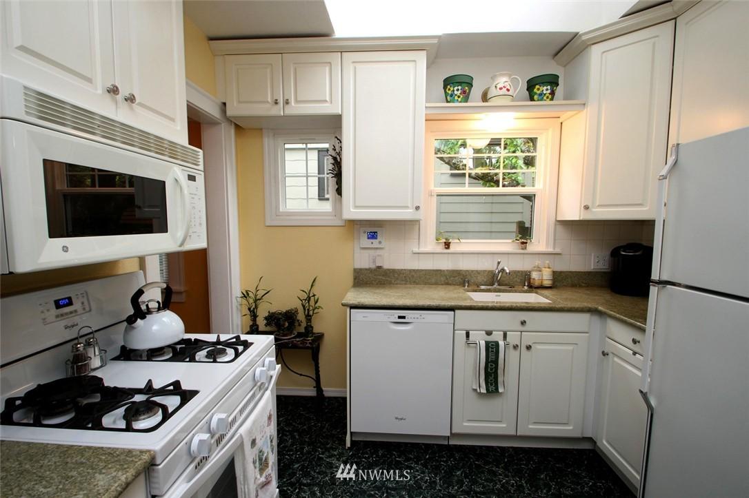 Sold Property | 6230 25th Avenue NE Seattle, WA 98115 7