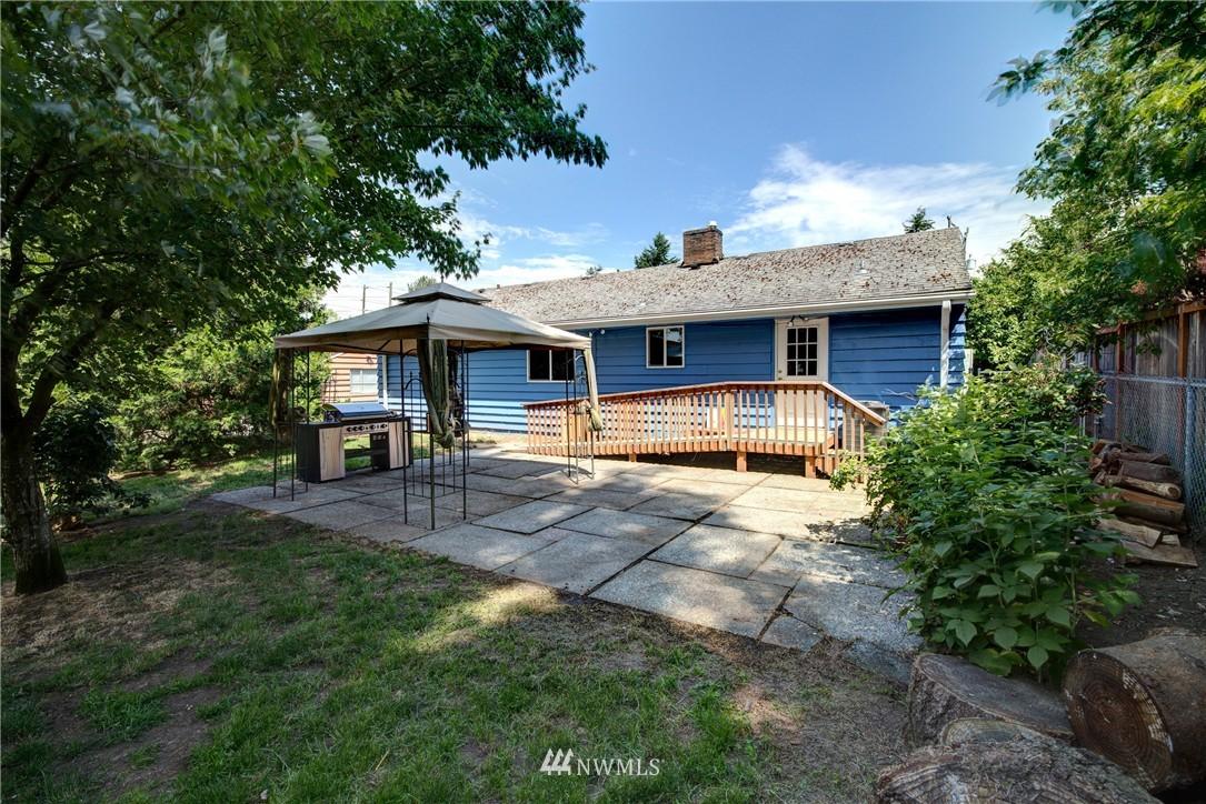 Sold Property   821 NE 152nd Street Shoreline, WA 98155 2