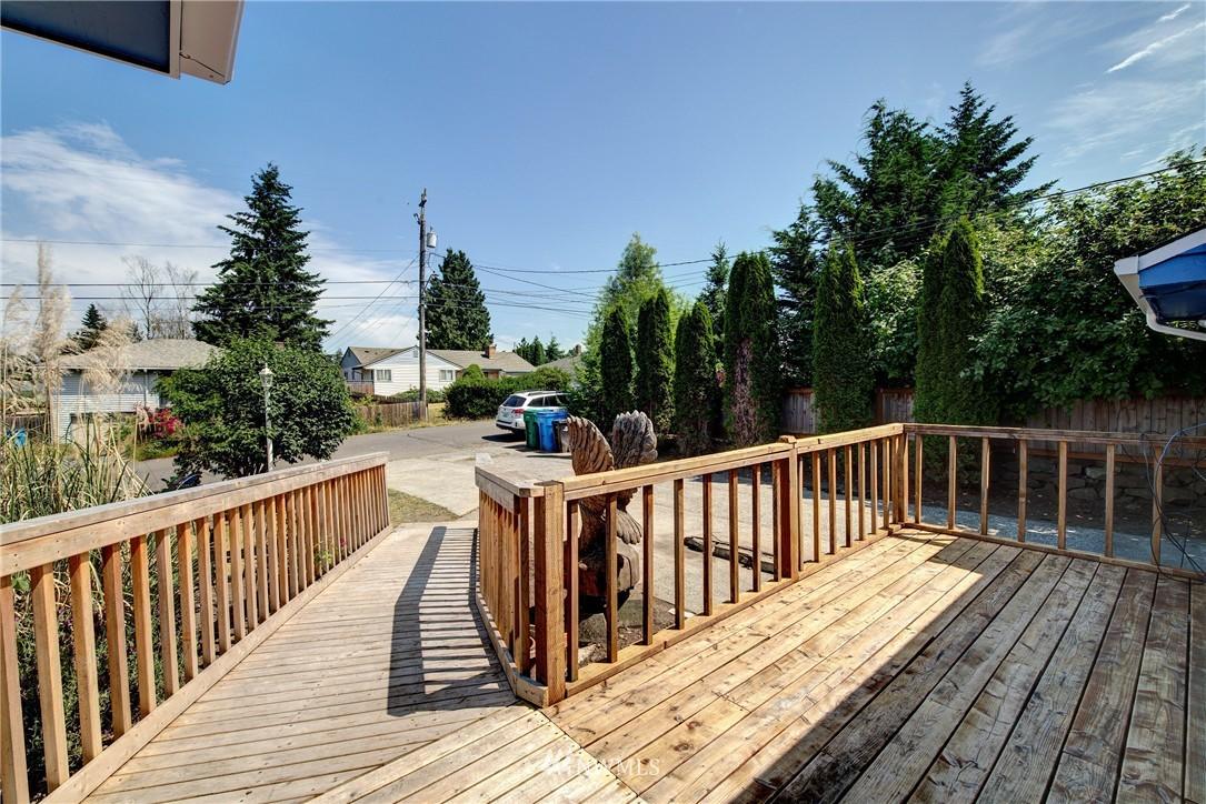 Sold Property   821 NE 152nd Street Shoreline, WA 98155 3