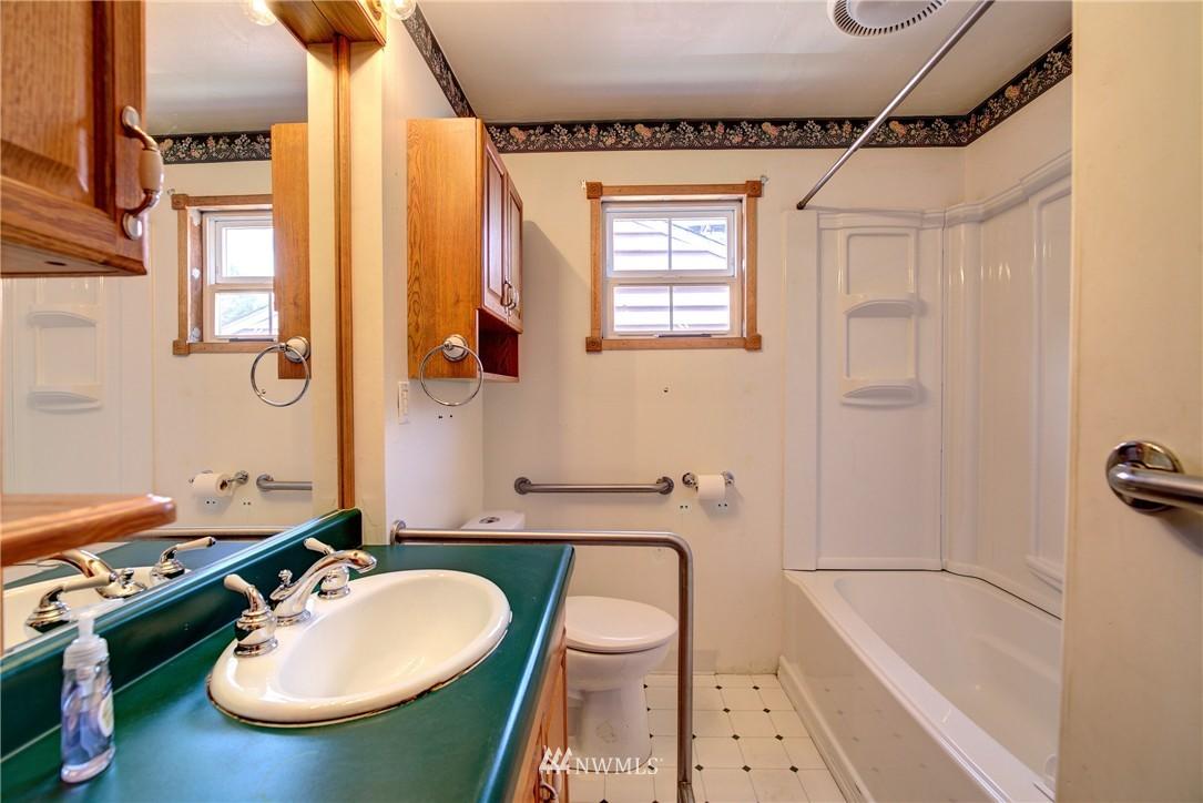 Sold Property   821 NE 152nd Street Shoreline, WA 98155 14