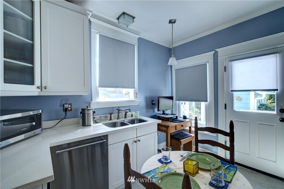 Sold Property | 1311 W Newton Street Seattle, WA 98119 4