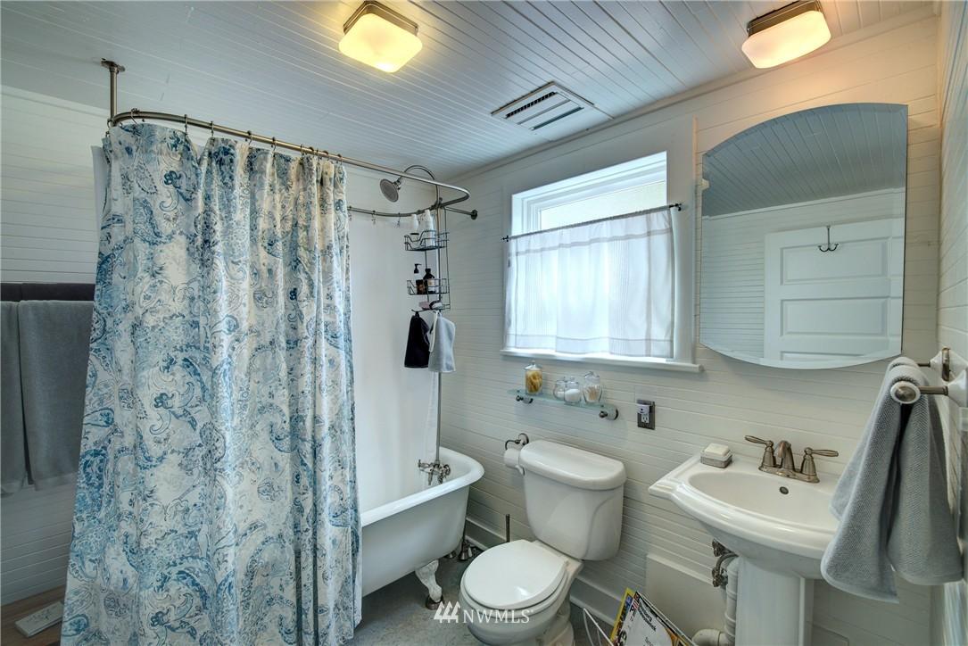 Sold Property | 1311 W Newton Street Seattle, WA 98119 9