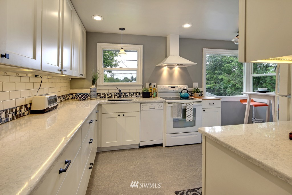 Sold Property   7770 13th Avenue SW Seattle, WA 98106 4