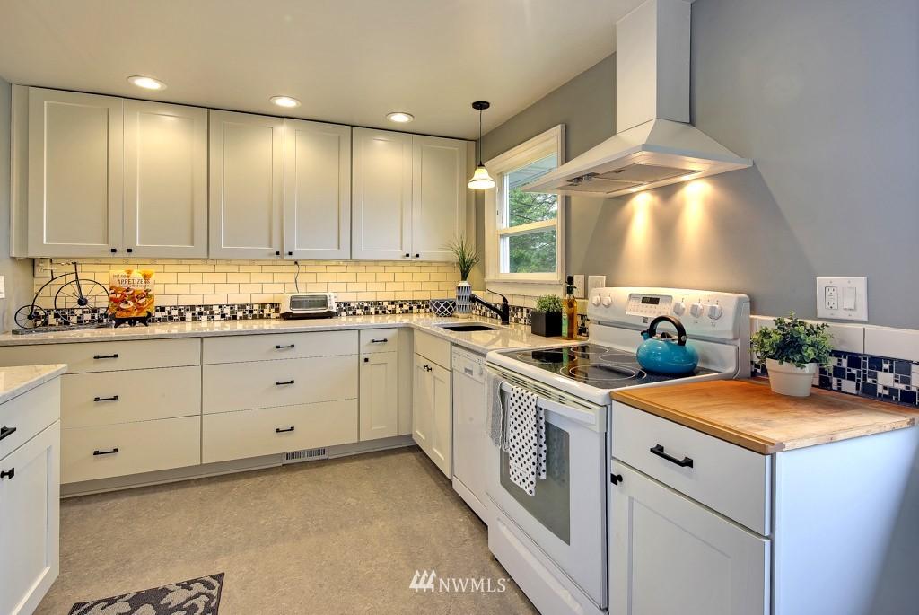 Sold Property   7770 13th Avenue SW Seattle, WA 98106 5