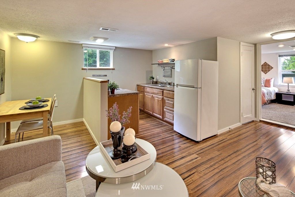 Sold Property   7770 13th Avenue SW Seattle, WA 98106 11