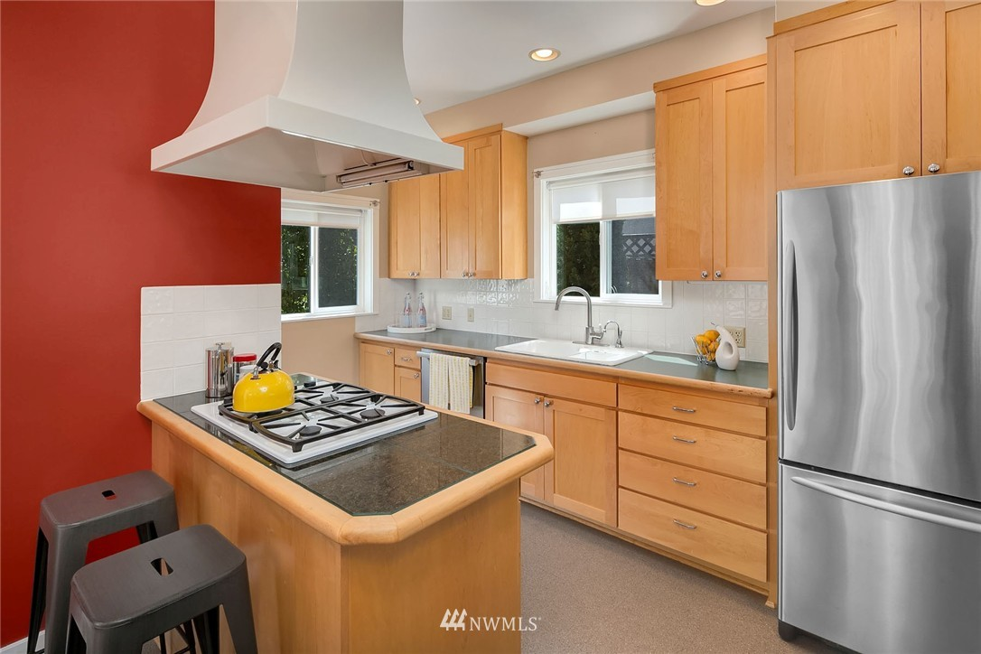 Sold Property   5820 6th Avenue NW Seattle, WA 98107 4