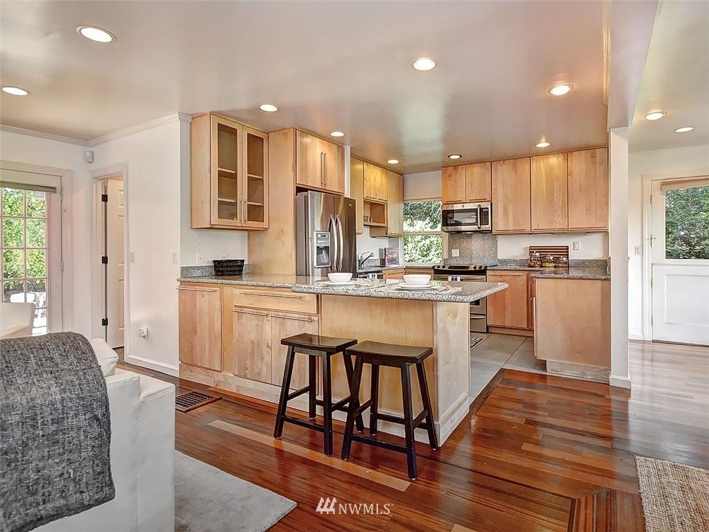 Sold Property | 422 W Raye Street Seattle, WA 98119 7