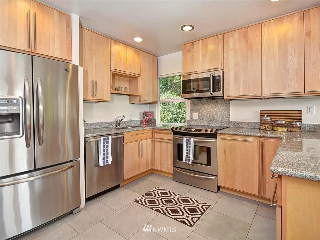 Sold Property | 422 W Raye Street Seattle, WA 98119 8