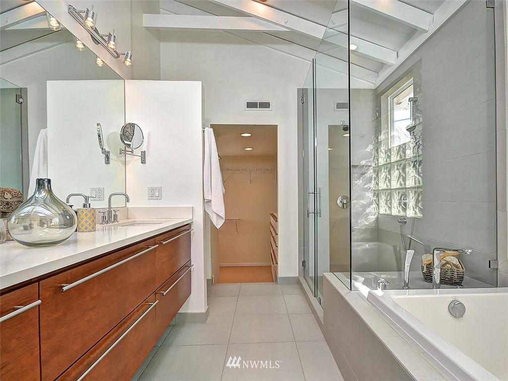 Sold Property | 422 W Raye Street Seattle, WA 98119 16