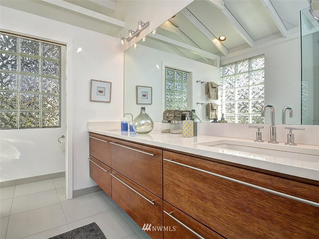 Sold Property | 422 W Raye Street Seattle, WA 98119 17