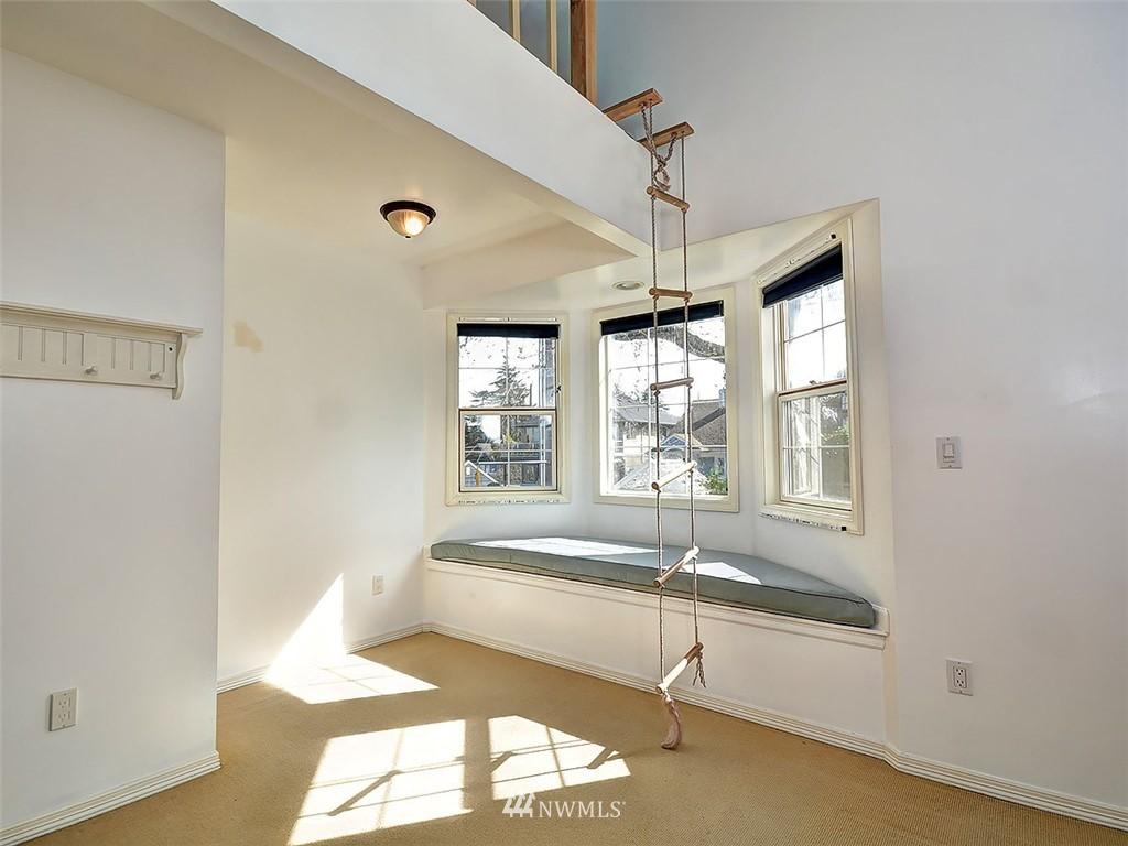 Sold Property | 422 W Raye Street Seattle, WA 98119 18