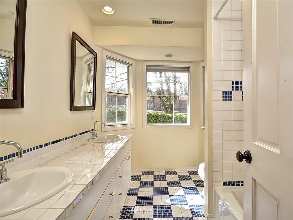 Sold Property | 422 W Raye Street Seattle, WA 98119 20