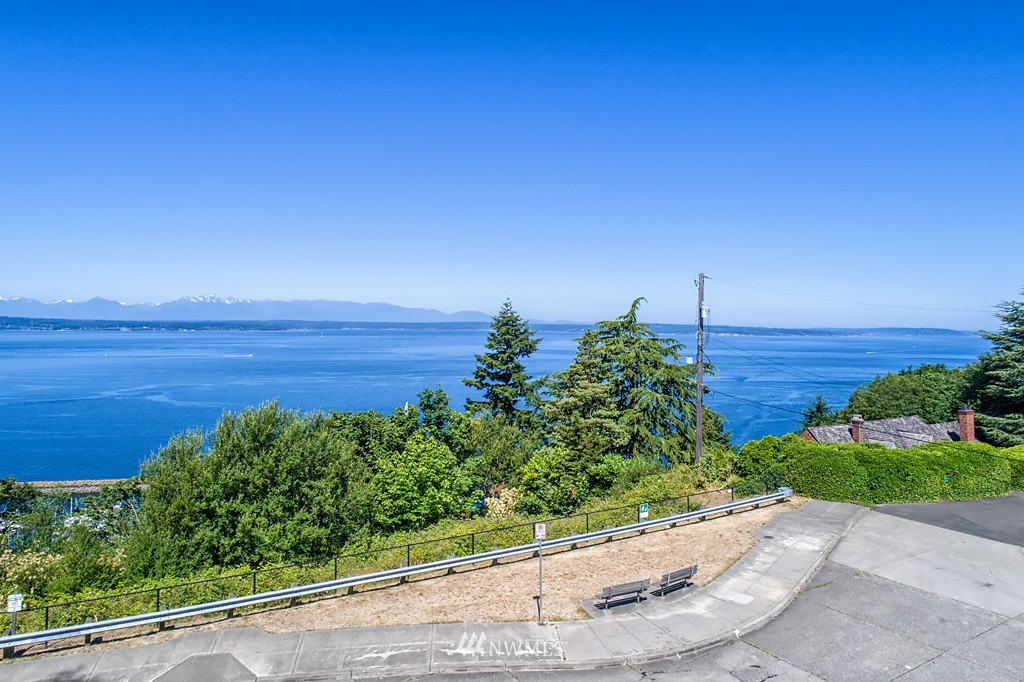 Sold Property | 7552 34th Avenue NW Seattle, WA 98117 3