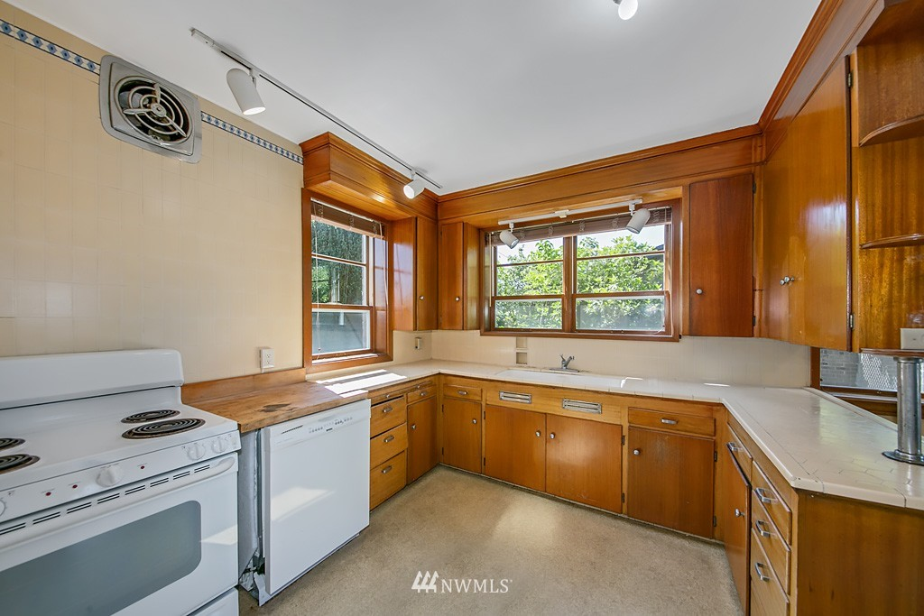Sold Property | 7552 34th Avenue NW Seattle, WA 98117 9