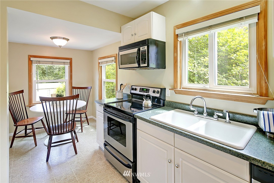 Sold Property | 6546 12th Avenue NW Seattle, WA 98117 4