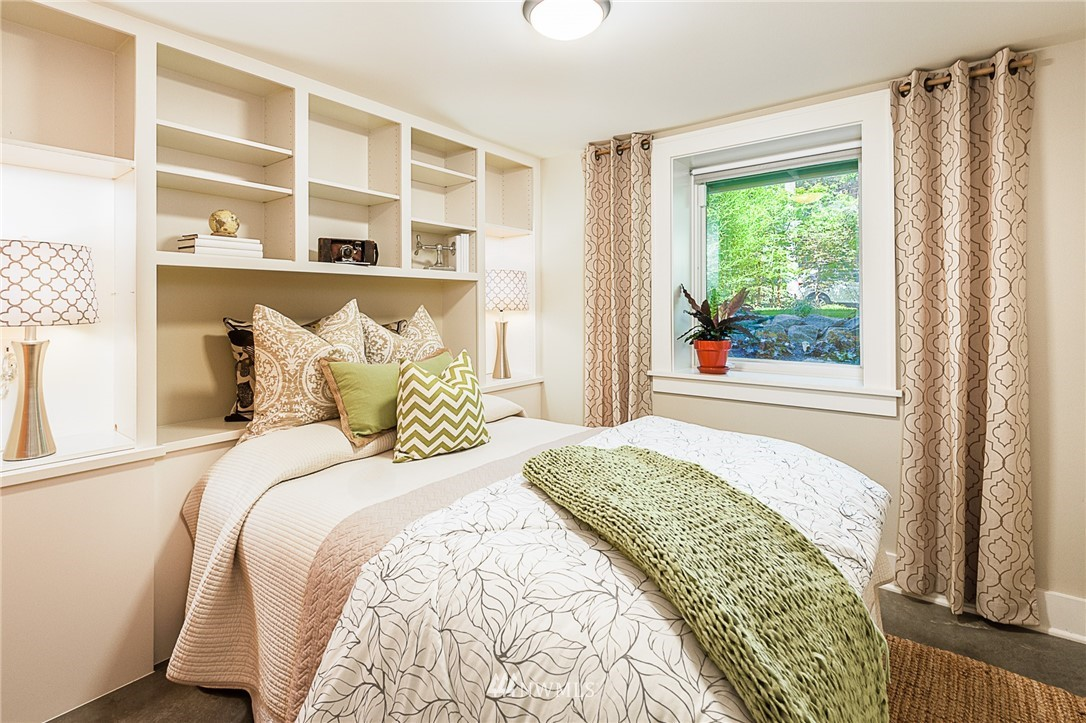 Sold Property | 743 N 72nd Street Seattle, WA 98103 19