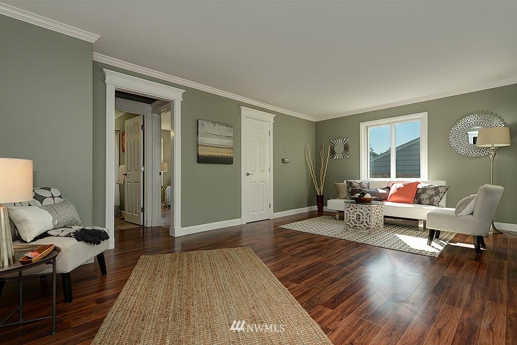 Sold Property | 1049 S 112th Street Seattle, WA 98168 4