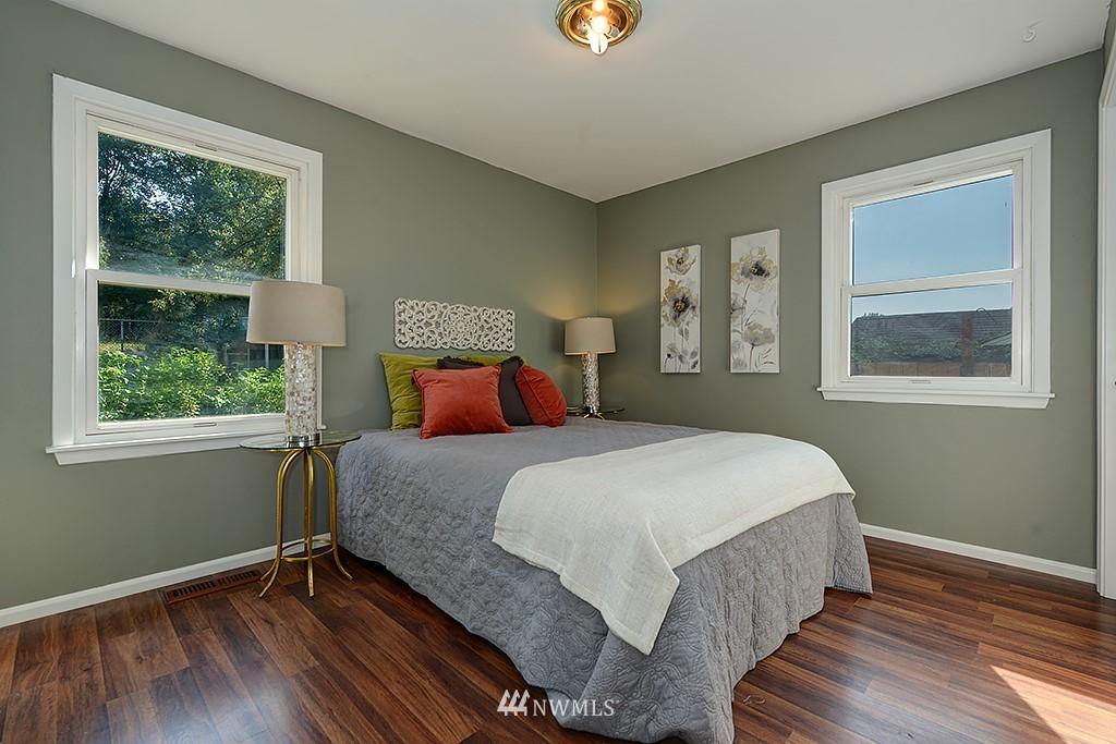 Sold Property | 1049 S 112th Street Seattle, WA 98168 11