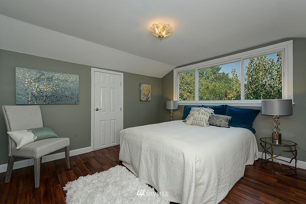 Sold Property | 1049 S 112th Street Seattle, WA 98168 12