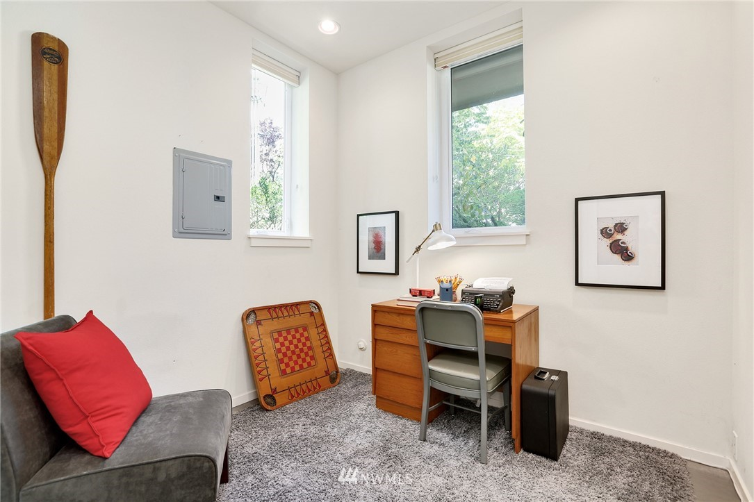 Sold Property   1825 E Glen Street Seattle, WA 98112 6