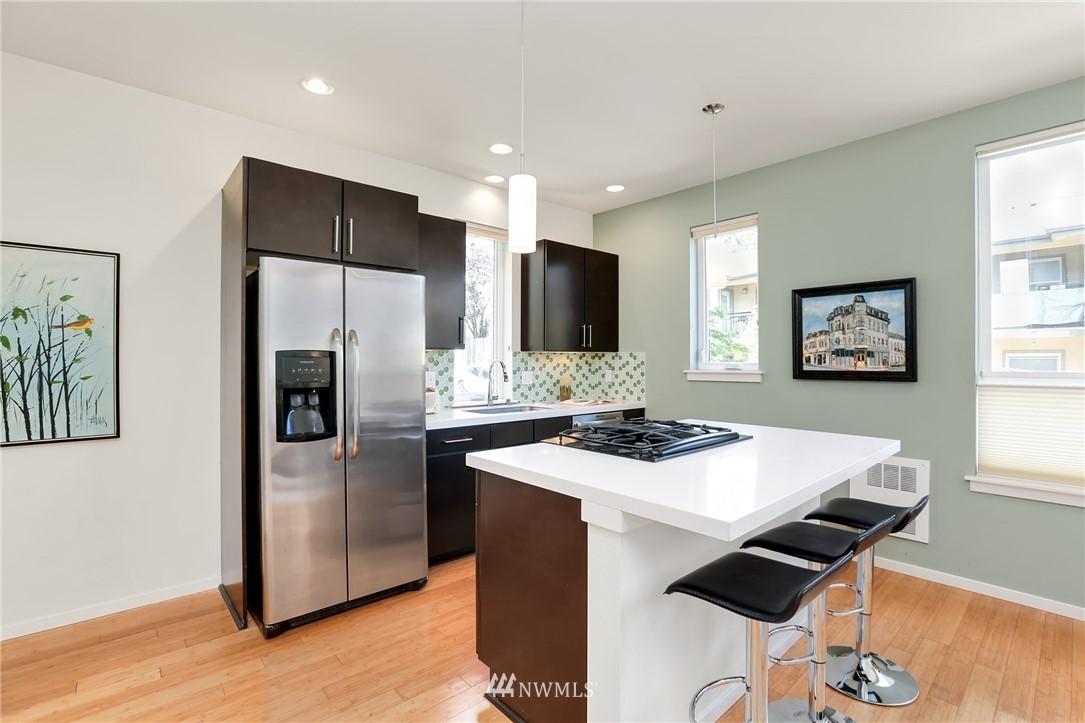 Sold Property   1825 E Glen Street Seattle, WA 98112 10