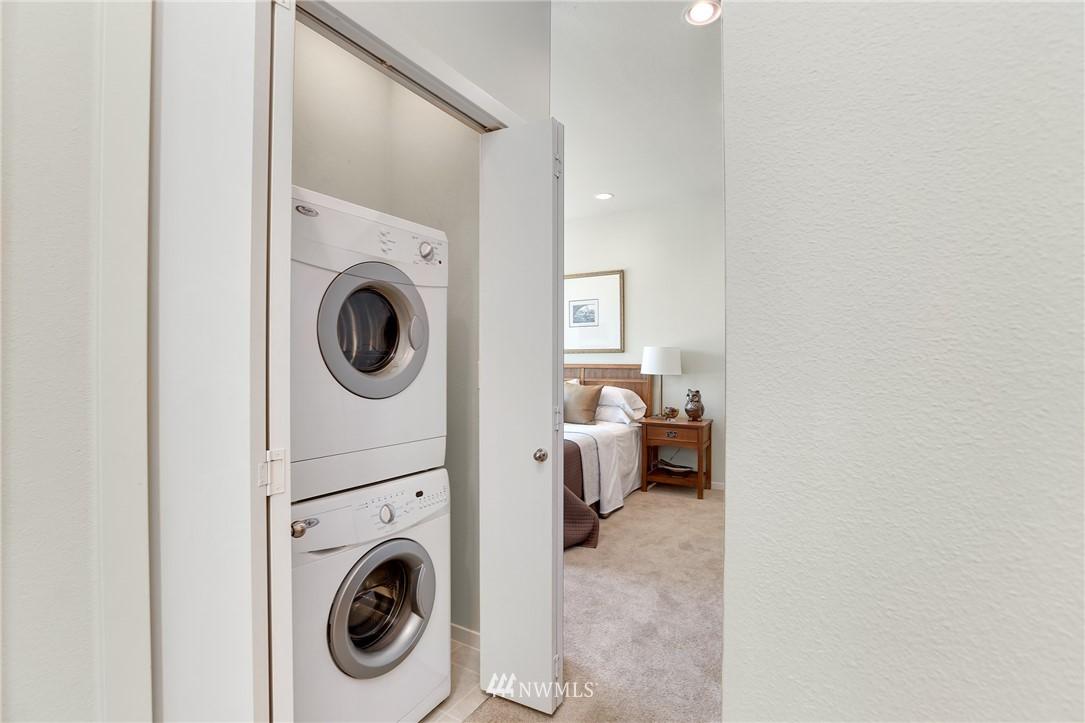 Sold Property   1825 E Glen Street Seattle, WA 98112 18