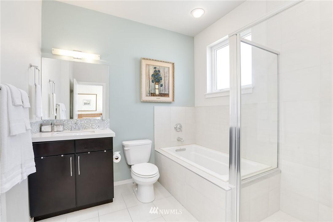 Sold Property   1825 E Glen Street Seattle, WA 98112 19