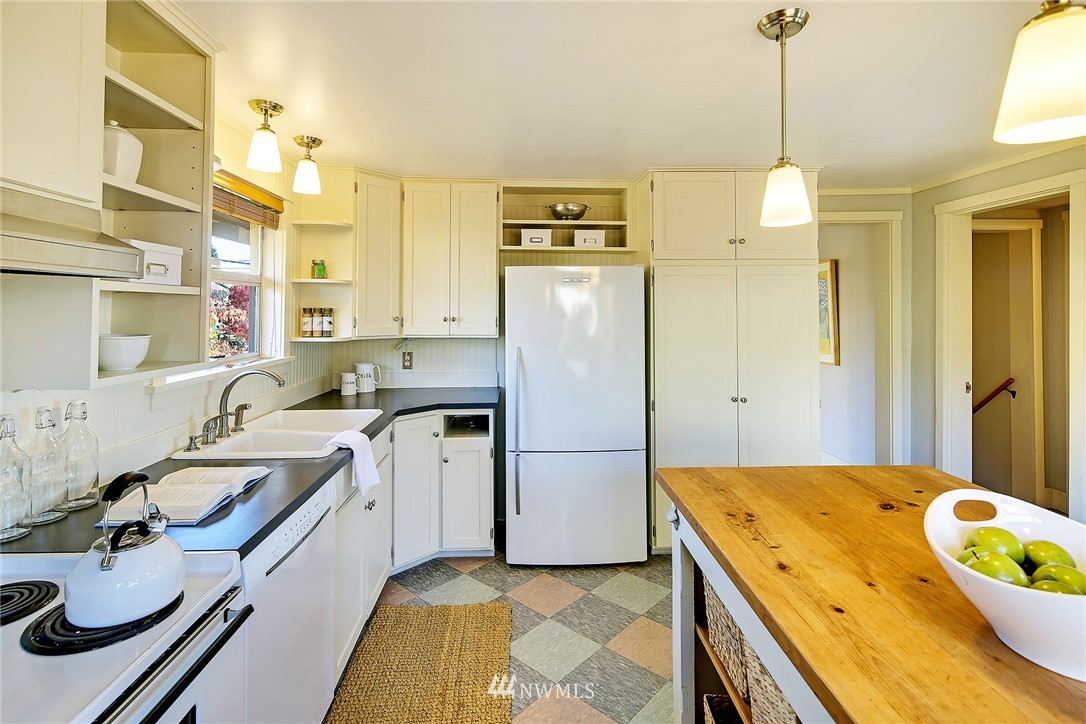 Sold Property   7559 13th Avenue NW Seattle, WA 98117 4