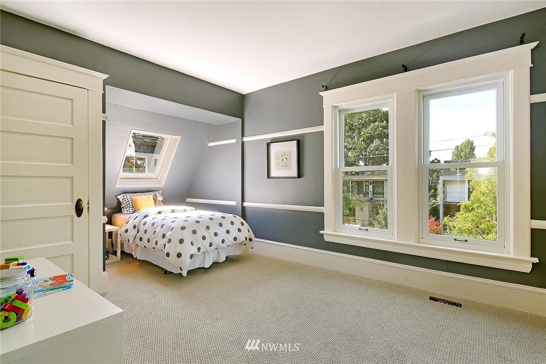 Sold Property   7516 Sunnyside Avenue N Seattle, WA 98103 15