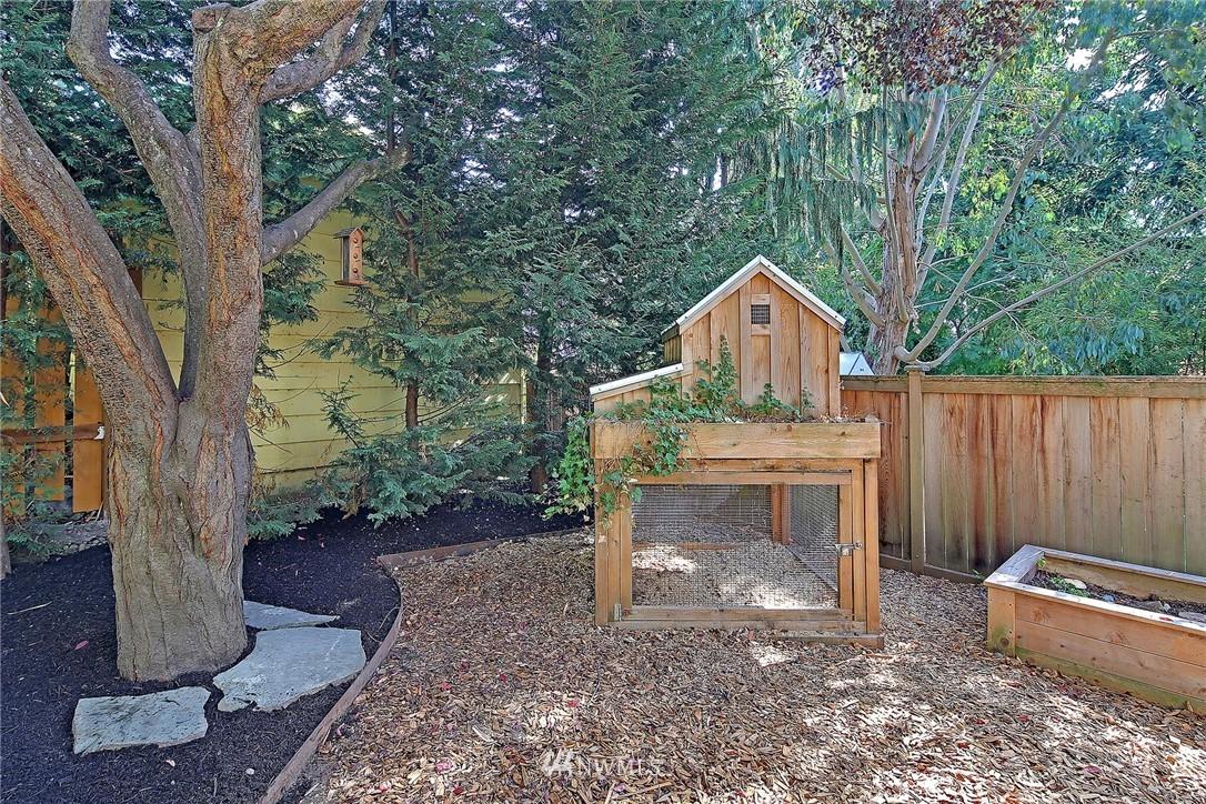 Sold Property   7516 Sunnyside Avenue N Seattle, WA 98103 21