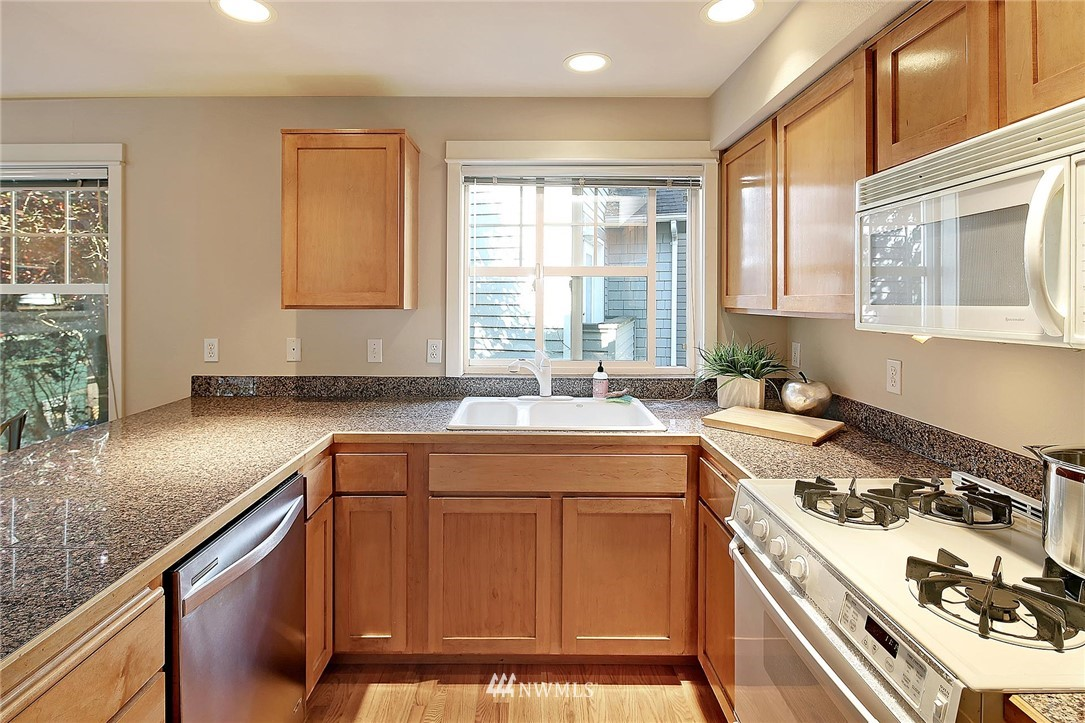 Sold Property | 6513 24th Avenue NE #A Seattle, WA 98115 3