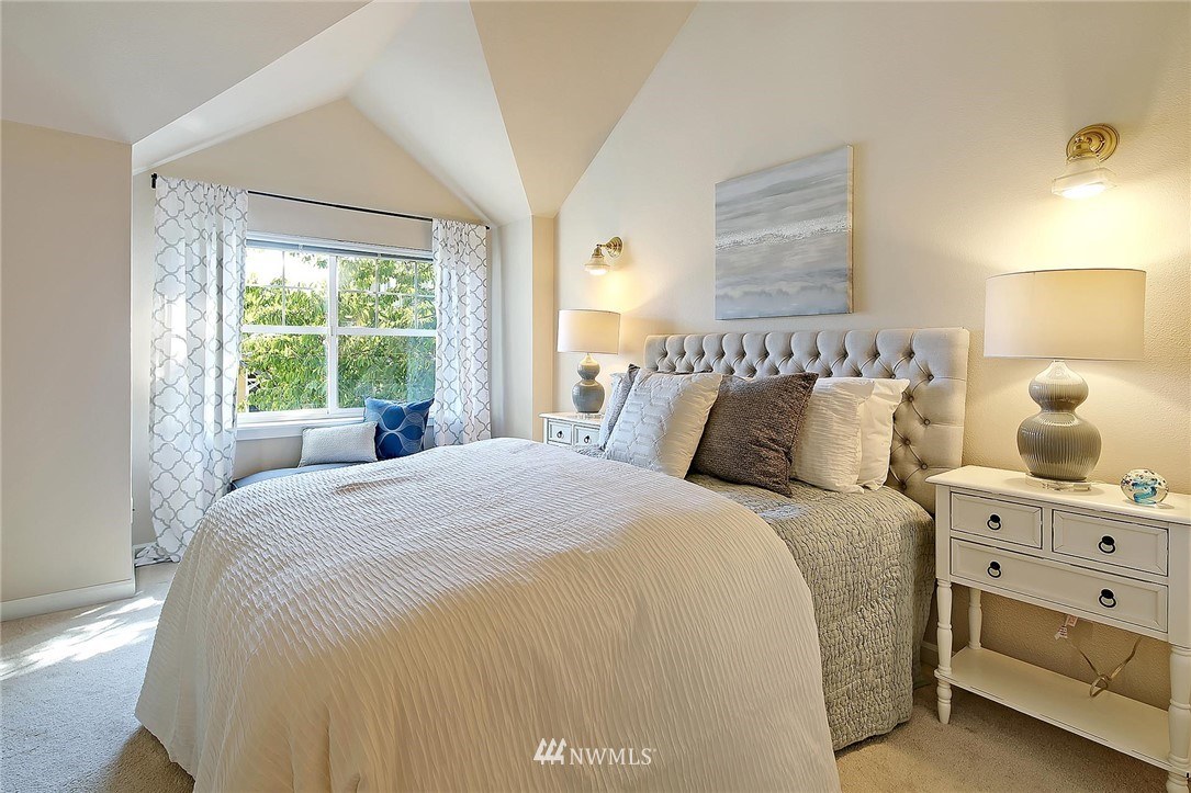 Sold Property | 6513 24th Avenue NE #A Seattle, WA 98115 8