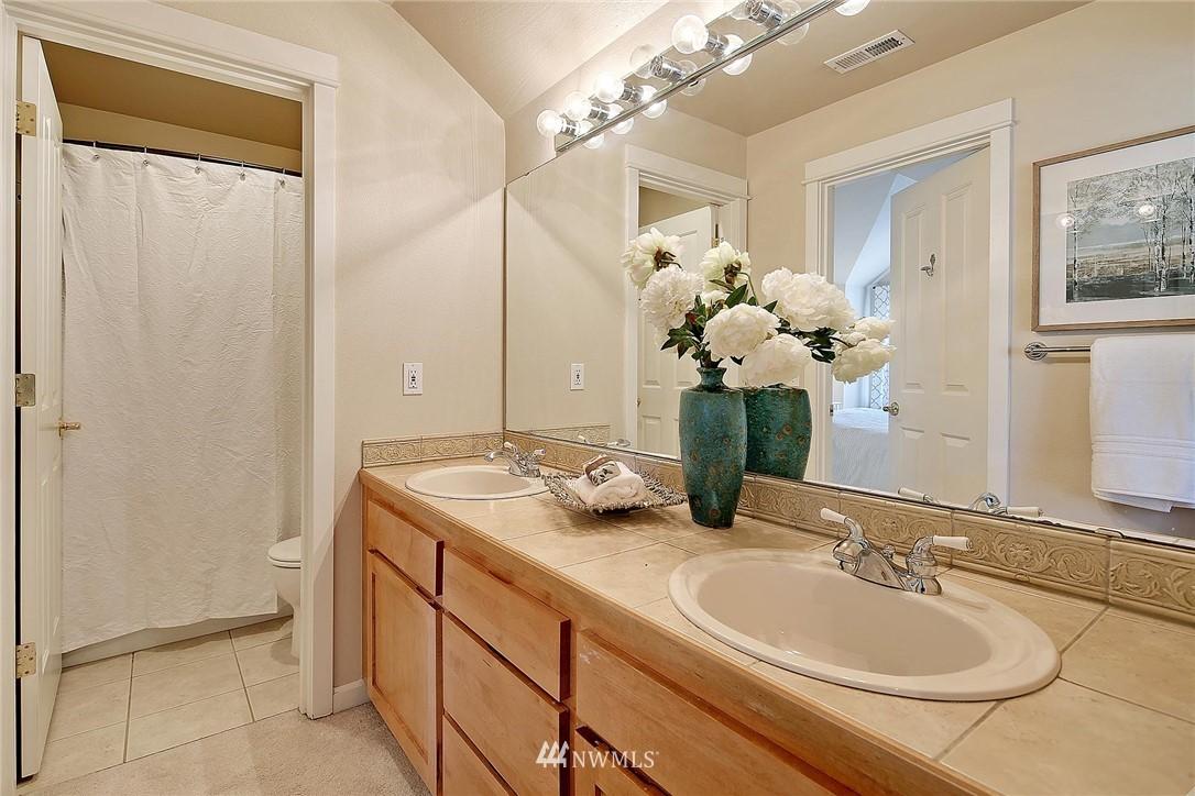 Sold Property | 6513 24th Avenue NE #A Seattle, WA 98115 11