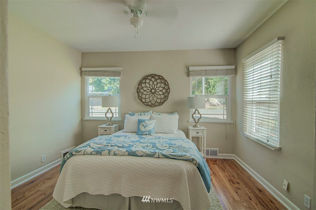 Sold Property | 14303 35th Avenue NE Seattle, WA 98125 10
