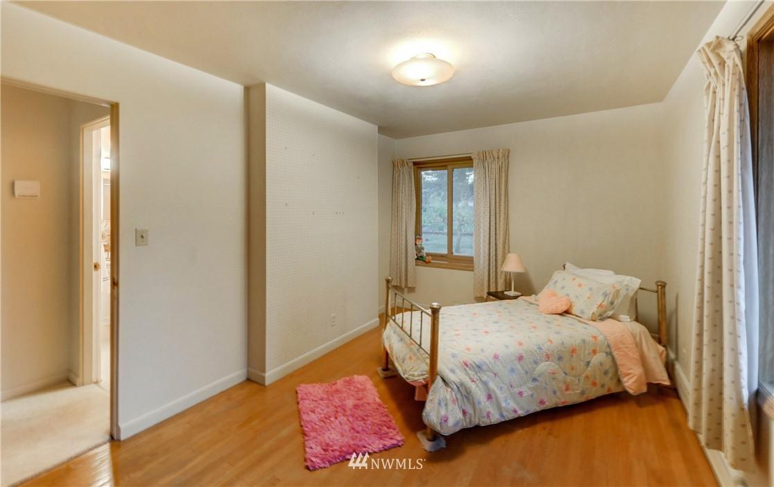 Sold Property | 16033 32nd Avenue NE Lake Forest Park, WA 98155 12