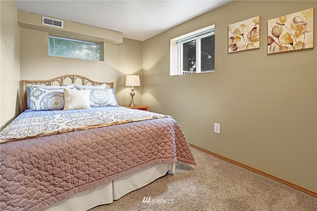 Sold Property   5570 Canfield Place N Seattle, WA 98103 10