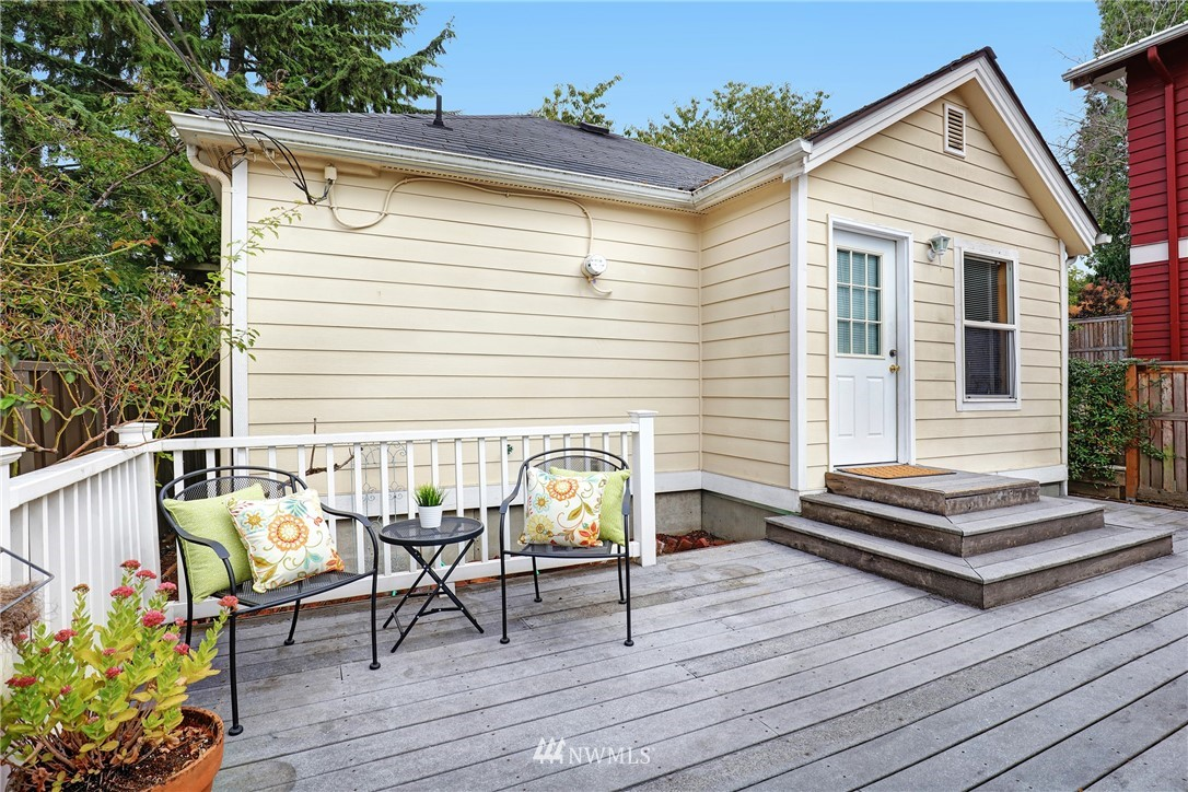 Sold Property   5570 Canfield Place N Seattle, WA 98103 14