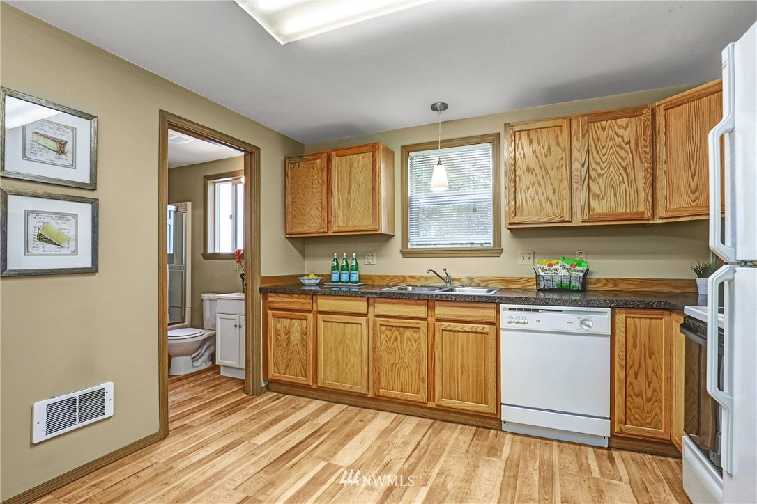 Sold Property   5570 Canfield Place N Seattle, WA 98103 19