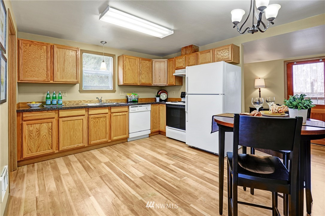 Sold Property   5570 Canfield Place N Seattle, WA 98103 20