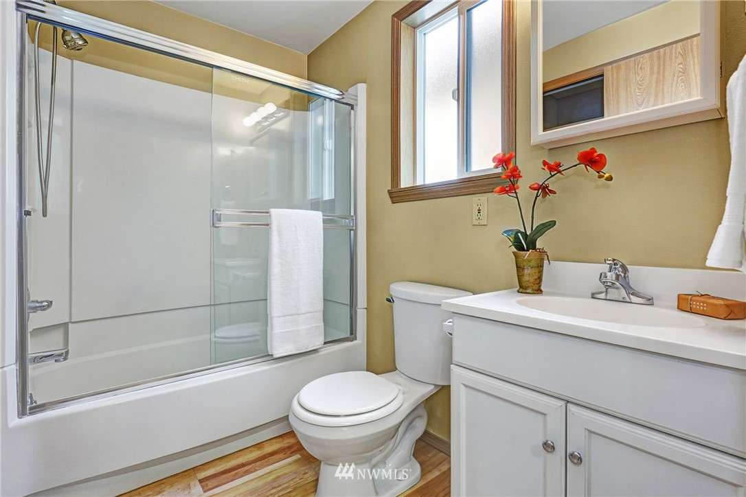Sold Property   5570 Canfield Place N Seattle, WA 98103 23