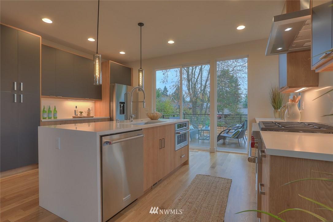 Sold Property   1532 NE 89th Street Seattle, WA 98115 10