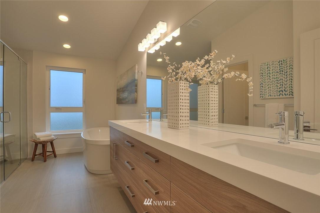 Sold Property   1532 NE 89th Street Seattle, WA 98115 17
