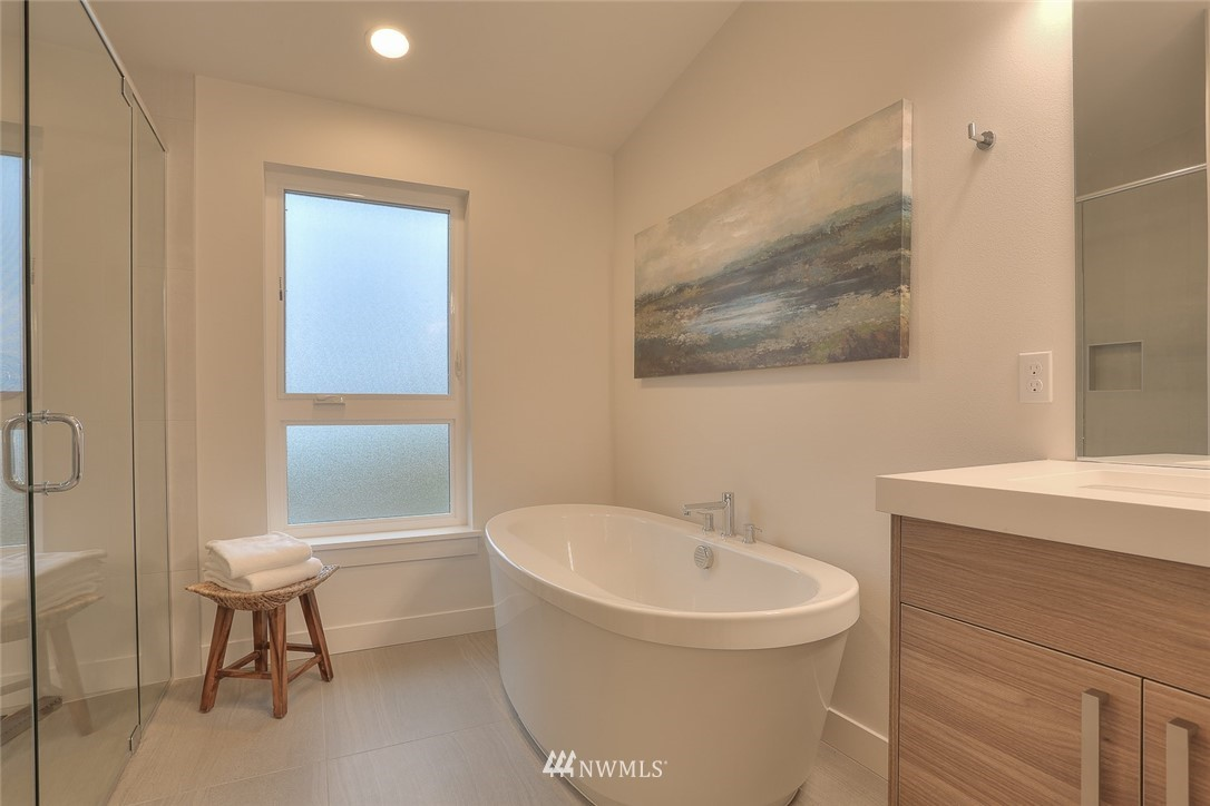Sold Property   1532 NE 89th Street Seattle, WA 98115 18