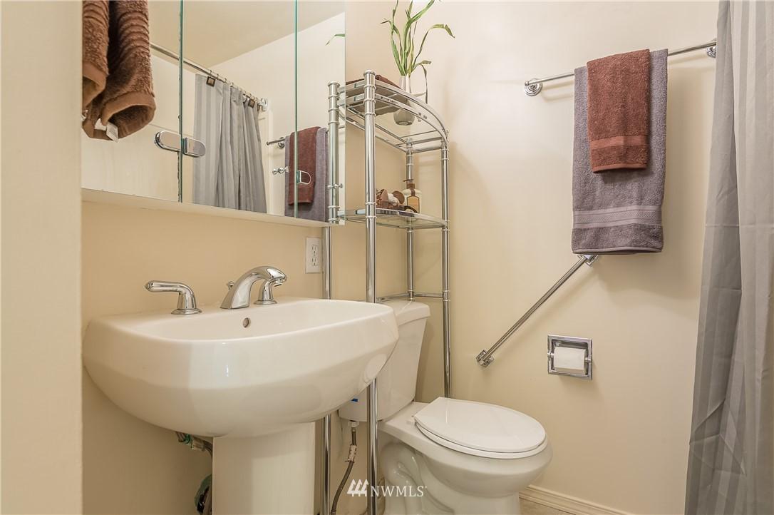 Sold Property | 2020 NE 102nd Street Seattle, WA 98125 7