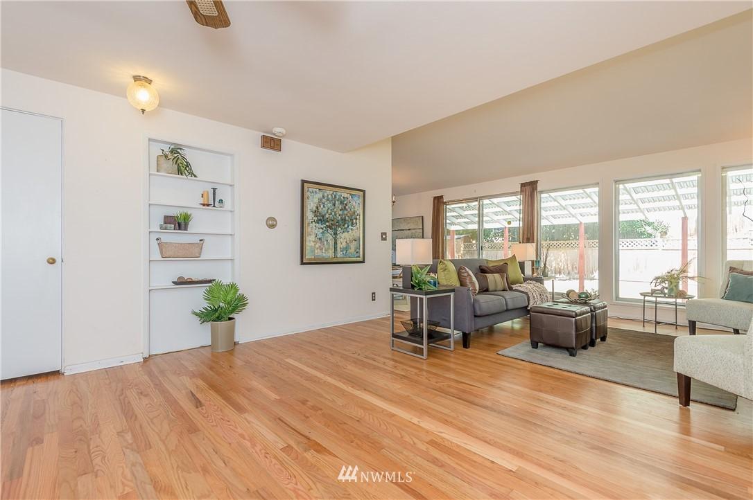 Sold Property | 2020 NE 102nd Street Seattle, WA 98125 8