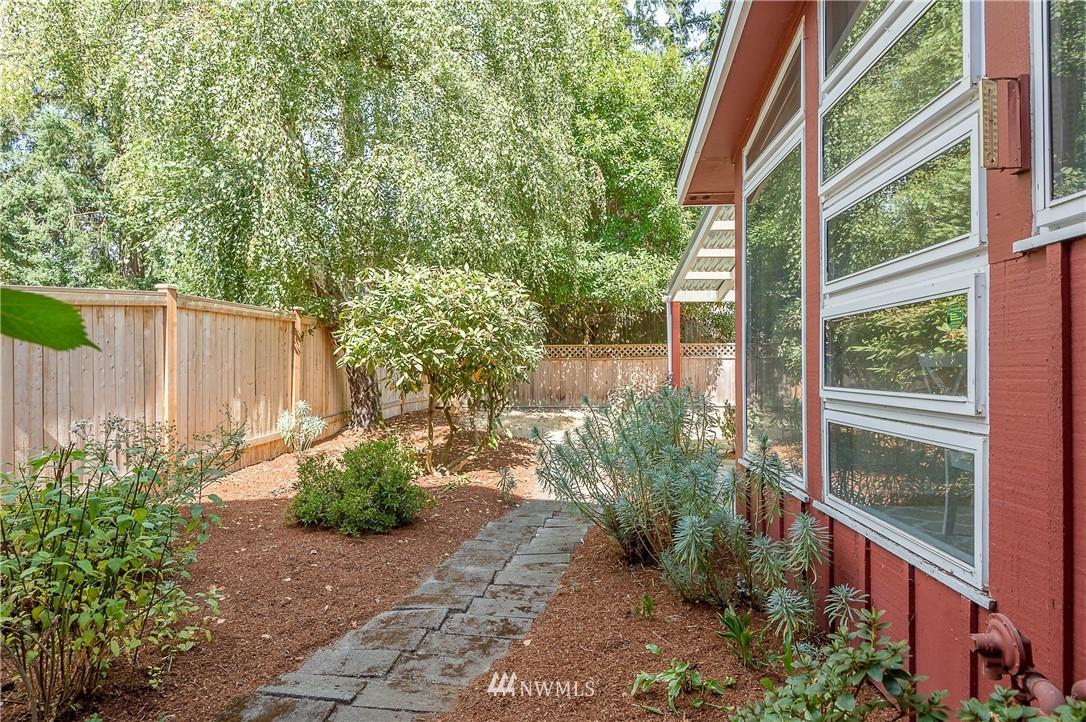 Sold Property | 2020 NE 102nd Street Seattle, WA 98125 20
