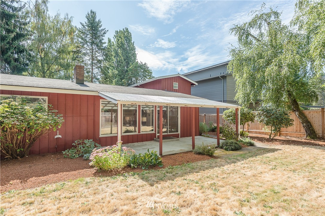 Sold Property | 2020 NE 102nd Street Seattle, WA 98125 23