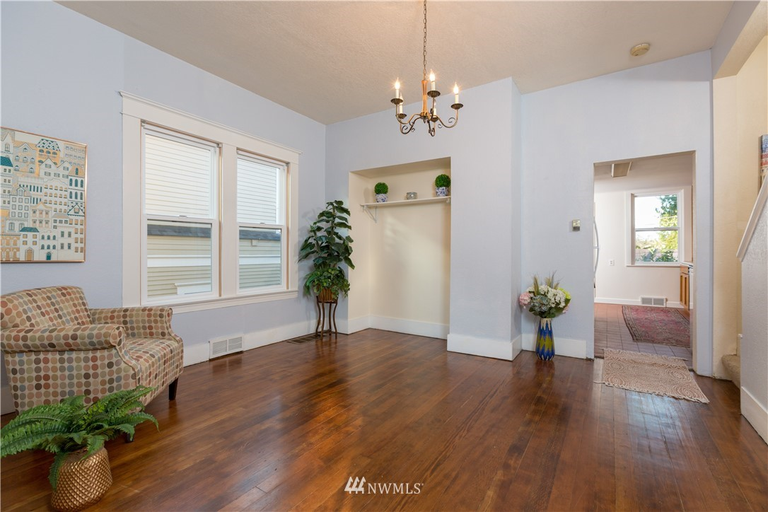 Sold Property   2118 N 62nd Street Seattle, WA 98103 6