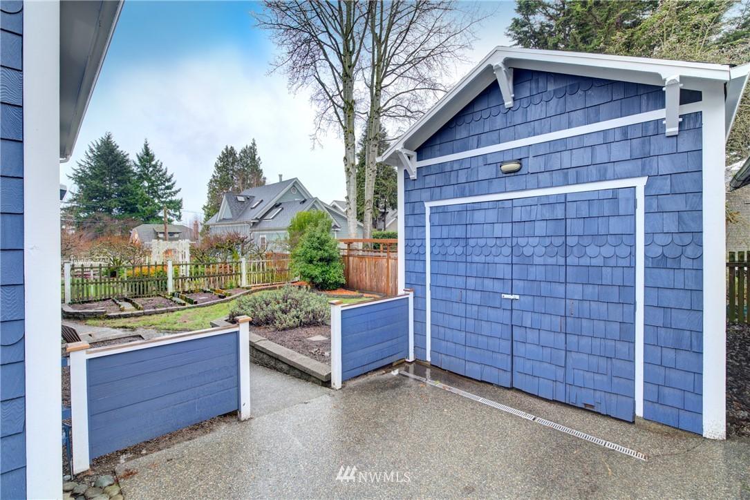 Sold Property | 4207 Burke Avenue N Seattle, WA 98103 2